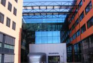 Dodali jsme technologicky náročné ocelové konstrukce lávek, prosklené fasády a výtahových šachet.