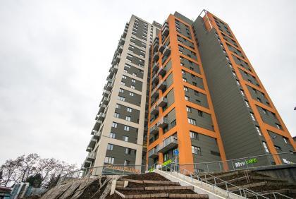 Dodávka balkonových zábradlí, markýz, schodištových zábradlí a ocelových konstrukcí